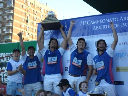 Los campeones en pleno festejo