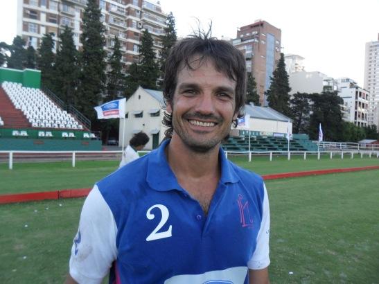 Como reconocemos la bellez en el prójimo, reconocimos a Ignacio Simone ( y se lo hicimos saber) como el jugador más lindo desde el punto de vista masculino.