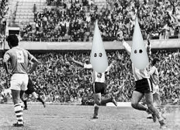 La selección fantasma festeja un gol en el 4 a 0 en La Bombonera, partido que no jugó.
