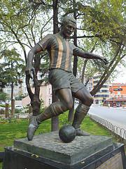 """la estatua del """"Cuchu"""" Küçükandonyadis"""