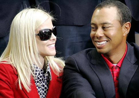 elin-nordegren-woods-and-tiger_485x341[1]