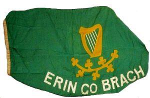 la bandera irlandesa que plantó O'Connor a lo Graeme Souness en el medio de la premiación