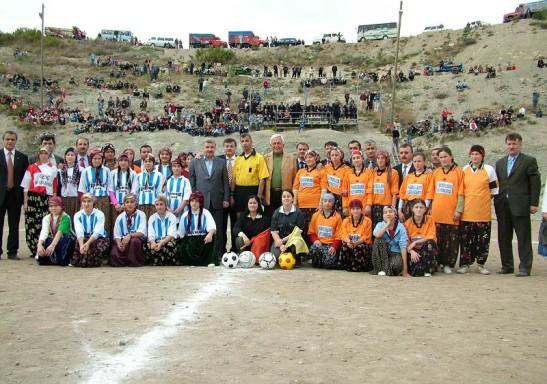la foto mítica de aquel día en 2004 cuando comenzó todo. Alyazmalıspor enfrenta al Bindallispor y nada volvería ya a ser como antes