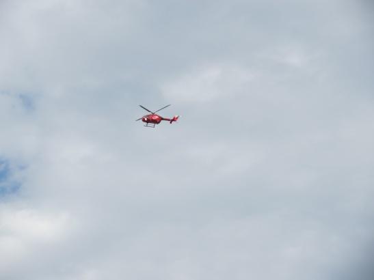 helicóptero watching: helicoptero rojo