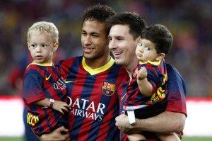 Messi y Neymar mostraron buena onda pese a la competencia.