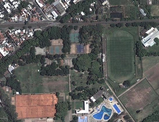 10. Como ayuda les puedo decir que no es la cancha de Guaraní Antonio Franco ni queda cerca